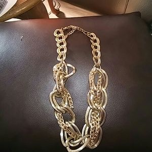 Jewelry - Vintage gold chunky necklace